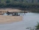 Ngang nhiên khai thác cát lậu để xây dựng thủy điện