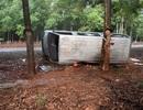 Ô tô 16 chỗ tự lật, 2 người thương vong