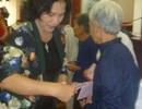 Phó Chủ tịch Quốc hội trao quà cho hộ nghèo ở Bến Tre
