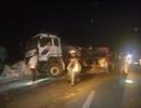 Xe tải bung thùng, gạo tràn kín mặt đường cao tốc