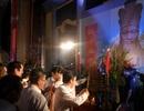 Lãnh đạo và nhiều người dân đến dâng hương Quốc Tổ