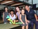 Vợ chồng Thuý Hạnh dạy con bài học nhân ái