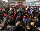 """Người Trung Quốc bắt đầu cuộc """"đại di cư"""" về quê đón Tết"""