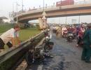 Xe máy bốc cháy dữ dội dưới chân cầu vượt Cát Lái