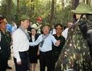Thủ tướng Nga đeo khăn rằn, đội mũ tai bèo thăm địa đạo Củ Chi