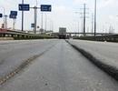 Trượt rãnh lún trên đại lộ hiện đại, cụ ông ngã trước đầu xe tải