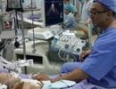 Một bé trong ca tách song sinh phải dùng máy tạo nhịp tim