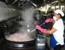 """Đình chỉ 8 bếp ăn tập thể """"bẩn"""" trong khu công nghiệp"""