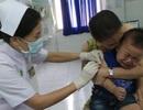 """Trẻ đi tiêm vét vắc-xin ngừa sởi """"thưa thớt"""""""