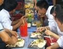 Bữa cơm vội của sĩ tử thi đại học tại Hà Nội