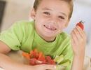 Có nên cho trẻ ăn trái cây thay rau?