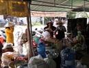 """Hàng chục hộ dân di dời khẩn cấp vì lo sông """"nuốt"""" nhà"""