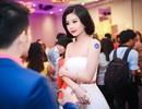 Á hậu Diễm Trang khoe vai trần trắng ngần gợi cảm