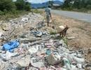 Rác thải xây dựng đổ tràn khắp xã