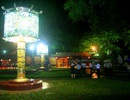 Chiêm ngưỡng cặp đèn kính pháp lam khổng lồ bên sông Hương