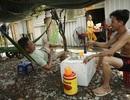 Lao động nghèo đếm từng ngày cho qua đợt nóng