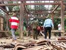 Gần 1.000 dân di dời khẩn cấp: Xây bếp ở tạm để tránh lũ
