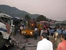 Ô tô tông nhau, 7 người bị thương, quốc lộ ách tắc kéo dài