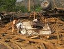 Lật xe chở gỗ, 6 người thương vong
