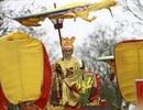 Vua chúa ngả nghiêng về làng