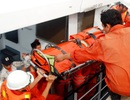 Đưa một ngư dân bị đứt lìa chân trên biển vào bờ an toàn