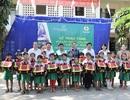 Vietcombank tặng hơn 10 nghìn cặp phao cứu sinh cho học sinh nghèo vùng lũ, vùng sông nước