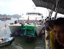 Tàu cánh ngầm lao vào bờ kè, cán 3 tàu gỗ