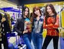 Hà Anh nhí nhảnh mua sắm cùng học trò