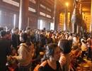 Dòng người nườm nượp đổ về ngôi chùa lớn nhất Việt Nam
