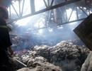 """TPHCM: Cháy lớn tại kho xưởng có """"mồi ngon"""" là bông gòn"""