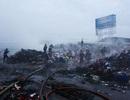 Bãi chứa phế liệu bốc cháy dữ dội lúc rạng sáng