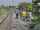 Người đàn ông chết bất thường sau khi ngồi uống rượu bên đường sắt