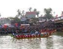 Sôi động màn đua thuyền tại lễ hội đền Cờn