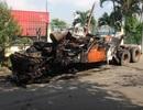 Xe đầu kéo cháy dữ dội, tài xế tung cửa thoát thân