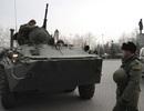 Putin lệnh kiểm tra quân đội, xe bọc thép Nga xuất hiện ở nam Ukraine