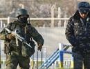 Lính Nga đột kích căn cứ quân sự Ukraine tại Crimea