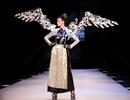 Thanh Hằng ấn tượng trong BST thời trang độc và lạ