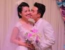 """Tiệc cưới ngọt ngào của """"cô dâu đại chiến"""" Lê Khánh"""