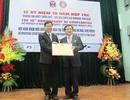 Trao Kỷ niệm chương cho GS người Hàn Quốc chuyên mổ hở môi, vòm miệng từ thiện