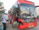 Xe khách gây tai nạn liên tiếp, 4 người nhập viện