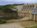 9 học sinh mắc kẹt trong nước dữ, thủy điện ngừng xả nước để giải cứu