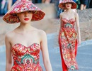 Vụ áo dài Hoa hậu Thùy Dung mặc giống... Trung Quốc: Sự rập khuôn gây phản cảm