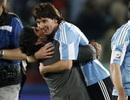 Messi san bằng kỷ lục 345 bàn của huyền thoại Maradona