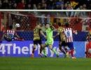 """""""Vùi dập"""" Milan, Atletico hiên ngang vào tứ kết"""