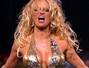 Pamela Anderson lại diện áo tắm lên sàn catwalk
