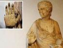 Du khách Mỹ bị phạt tiền lớn vì làm gãy ngón tay bức tượng