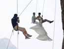 Cheo leo trên vách đá để chụp ảnh cưới