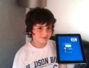 Cậu bé 10 tuổi có khả năng nói ngược tiếng Anh lưu loát