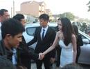 Công Vinh - Thủy Tiên ra tận quốc lộ đón khách trong ngày cưới tại Vinh
