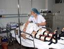 Điều dưỡng viên, sinh viên hiến máu cứu người bị nạn